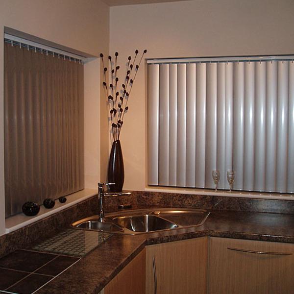 Вертикальные пластиковые жалюзи применяют в помещениях с повышенными санитарно-гигиеническими требованиями